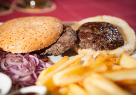 HAMBURGER DI BLACK ANGUS SCOMPOSTO